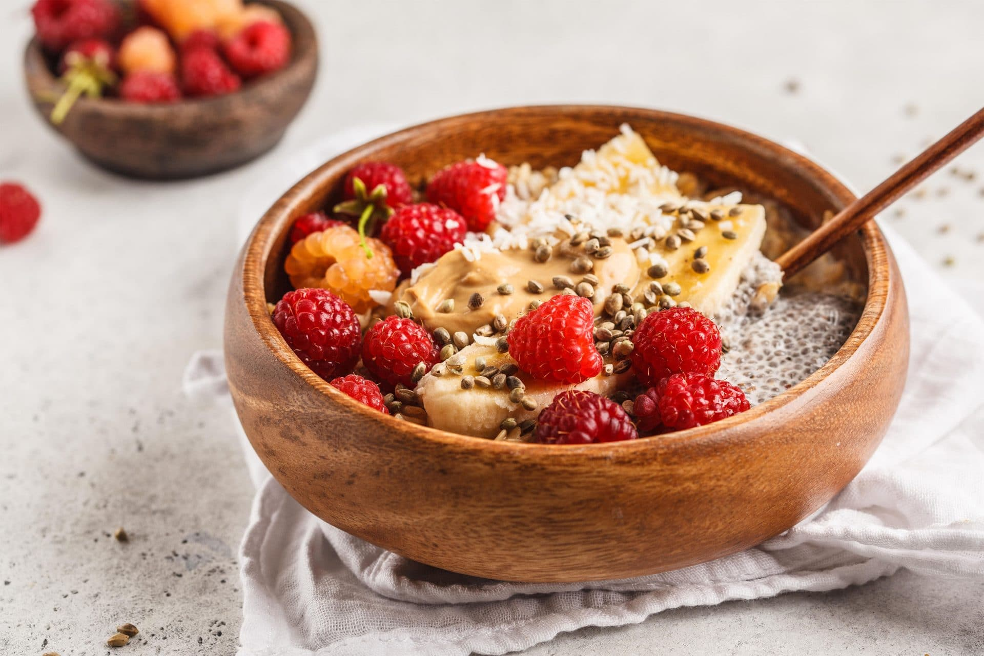 Porridge with fruit, peanut butter and hemp seeds
